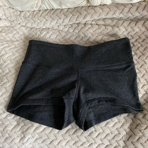 Lululemon boogie short size 6